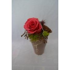 Preparovaná ruža v keramickom šedom kvetináči
