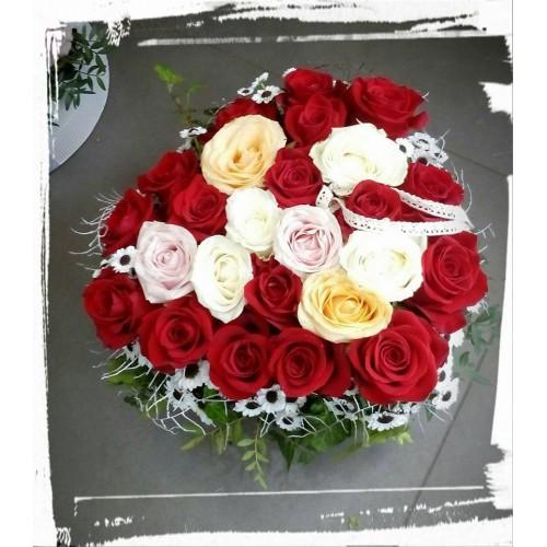 6c844958f Najnovší trend kvetov do daru je naaranžovať ho do krabice do oasisu ...
